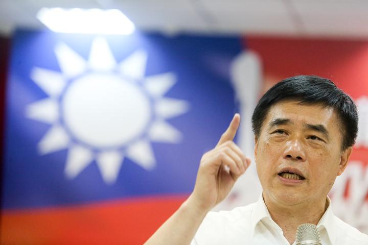 國民黨主席參選人郝龍斌說,民進黨施政不利,所以花8000億前瞻計畫綁標,兩岸外交沒有進展。記者黃仲裕/攝影