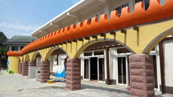 「中埔遊客中心」設計概念結合原有幼兒園童趣,將原本教室、建築改造成美麗城堡。記者卜敏正/攝影