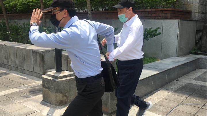江蕙胞弟(右)在家屬陪同下出庭作證。記者李承穎/攝影