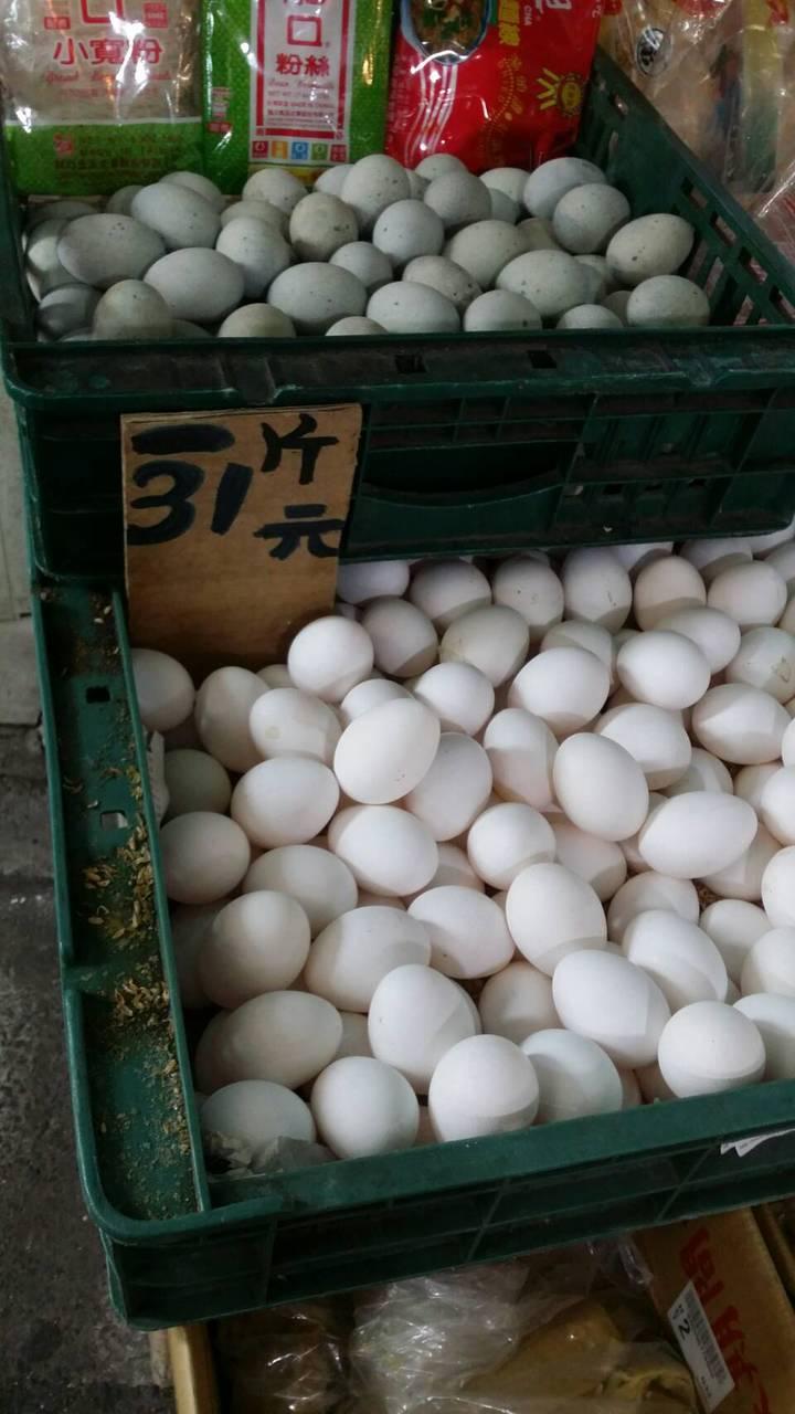 散裝雞蛋被例行性檢測驗出戴奧辛含量超標。(示意圖非這次驗出的戴奧辛蛋)記者彭宣雅/攝影