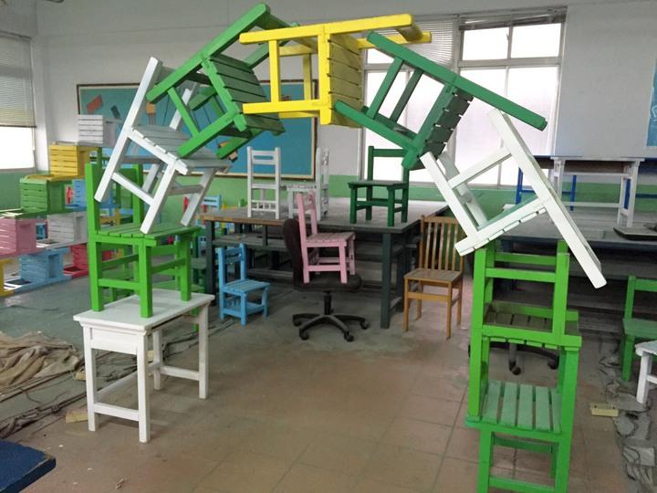 至善高中農銷科用桌椅疊出農博意象。圖/至善高中提供