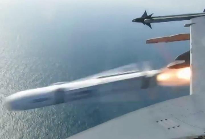 國防部青年日報月前就已公布今年空軍F-16戰機實彈驗證小牛飛彈的精采影片與畫面。圖/翻攝自青年日報臉書粉絲頁