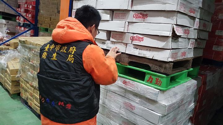 台中市衛生局稽查力勤農產公司冷凍肉品。圖/台中市衛生局提供