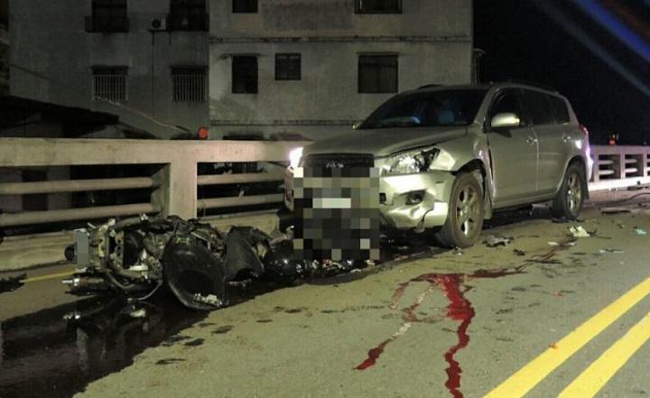 蘇姓少年騎機車過彎時與對車擦撞,重傷不治。記者江孟謙/翻攝