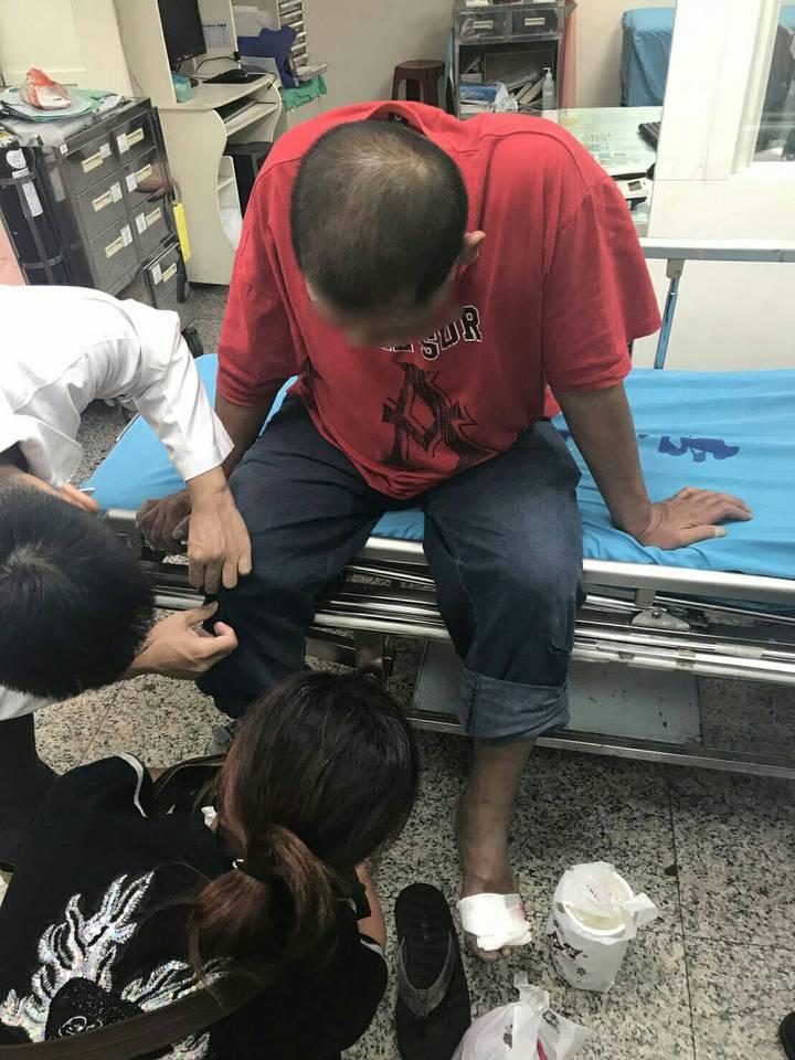 酒醉男涉嫌騎機車撞警察。記者蕭雅娟/翻攝