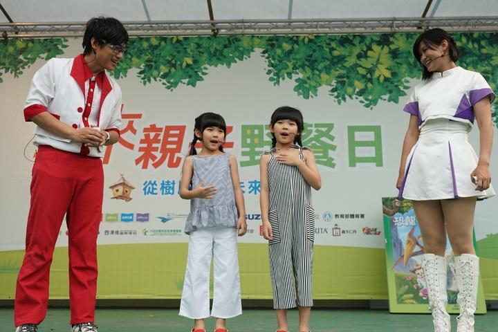 左左右右出席親子未來野餐日活動。圖/豐華提供