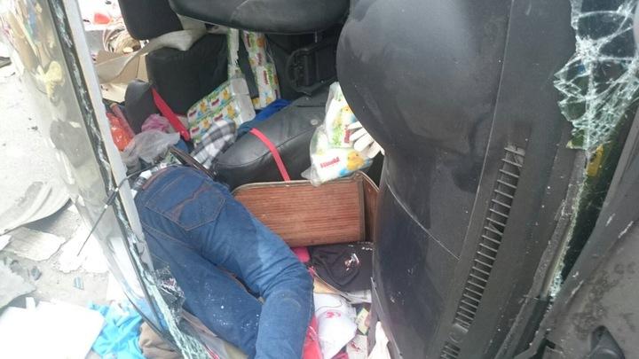 銀色廂型車駕駛酒駕重傷,已送醫急救。圖/花蓮縣消防局提供
