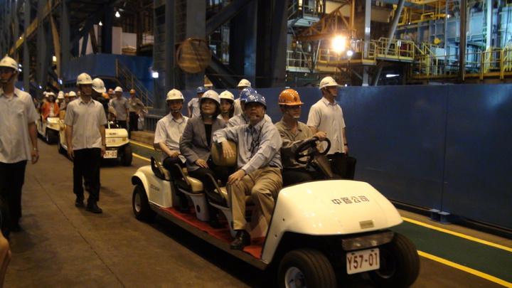 總統蔡英文今天上午到中鋼公司視察,實地走訪第三冷軋工場。記者謝梅芬/攝影