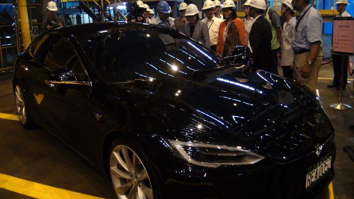 總統蔡英文到工場參觀電動車。記者謝梅芬/攝影
