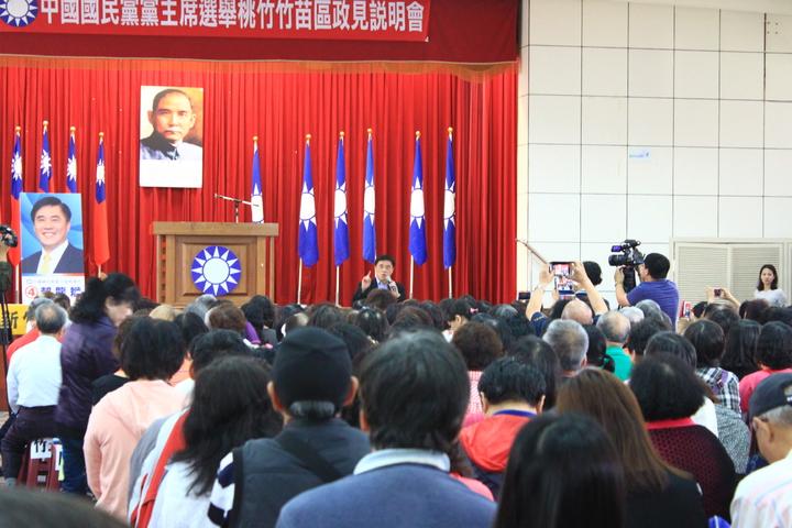 候選人郝龍斌數算總統蔡英文近期的施政錯誤,呼籲現場民眾,一起來擋住這些政策。記者郭政芬/攝影