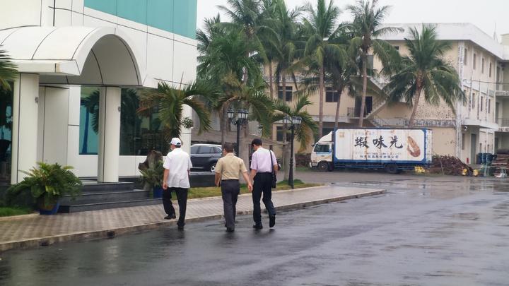 消保官今天下午進裕榮公司,要廠商讓消費者退貨。記者林保光/攝影