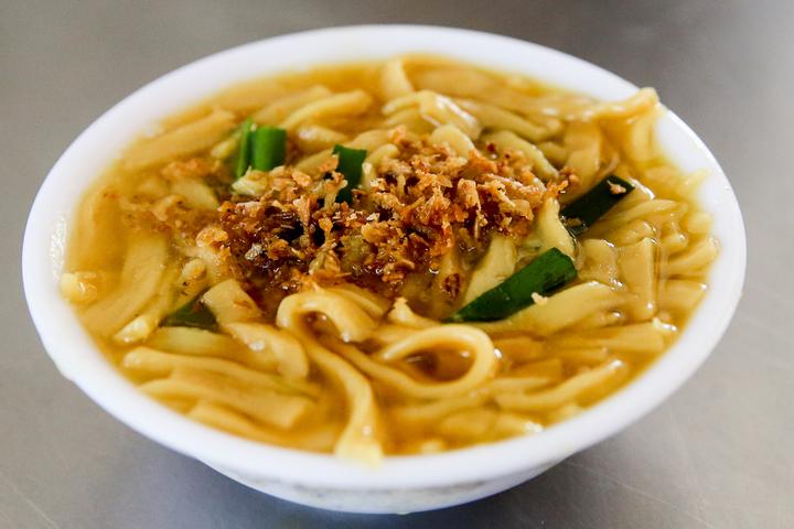 台中公園附近的「台中大麵羹」,獨特的鹼水麵是在地獨家口味。記者黃仲裕/攝影