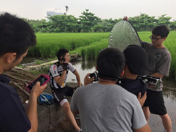 台中市政府消防局自製「通話少年」微電影,消防同仁下海擔任演員粉墨登場。圖/讀者提供