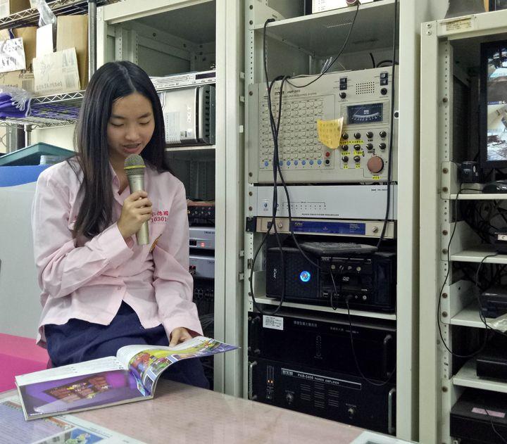 吳芝穎因英語資優,參與學校晨間英語廣播。圖/陳羽庭提供