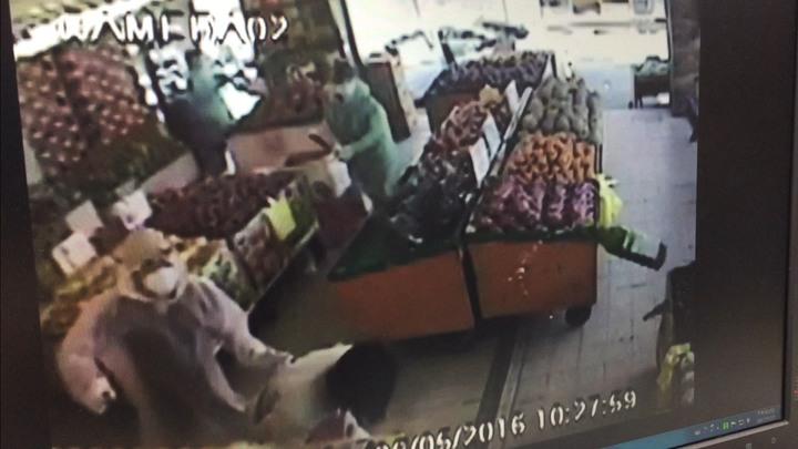 古姓嫌犯多次至被害人的水果行潑漆、砸店,讓被害人困擾不堪。記者郭政芬/翻攝