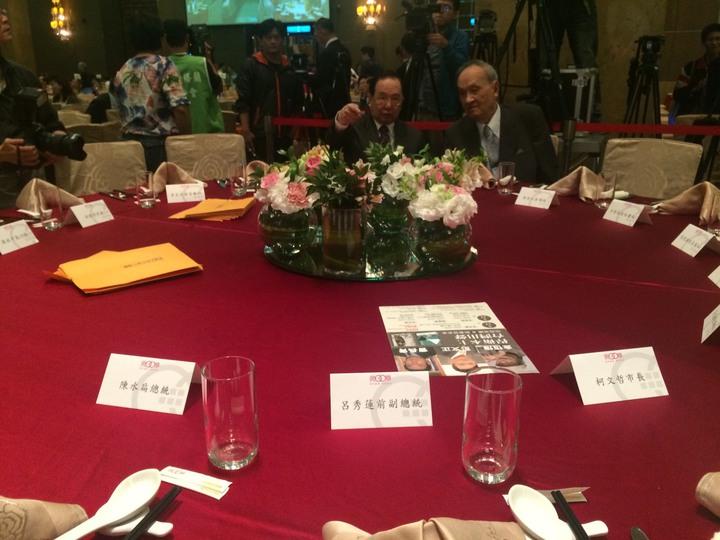 前總統陳水扁今天將出席凱達格蘭基金會舉辦的募款餐會,他的座位在主桌,與前副總統呂秀蓮及台北市長柯文哲並列。記者丘采薇/攝影