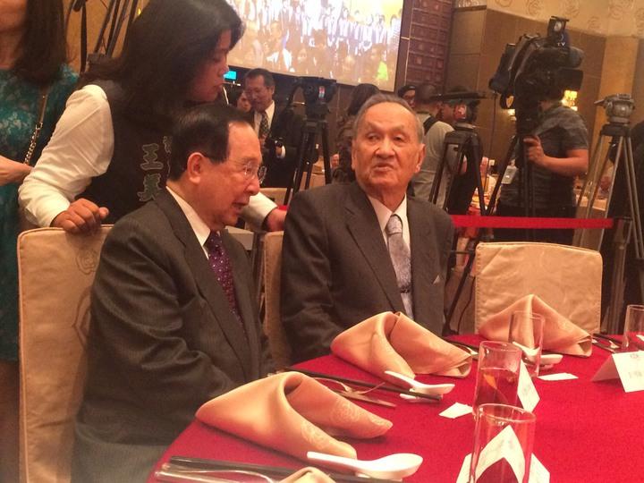 前總統陳水扁今天將出席凱達格蘭基金會舉辦的募款餐會,與獨派大老彭明敏(右)及吳澧培(左)同桌。記者丘采薇/攝影