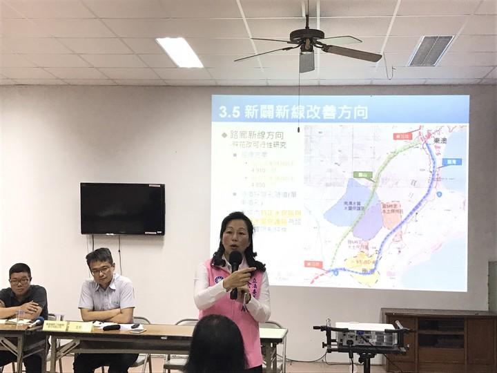 立委徐榛蔚參加公路總局舉辦的說明會,強調蘇花公路還未改善的路段工程非常重要,呼籲中央重視。圖/徐榛蔚提供
