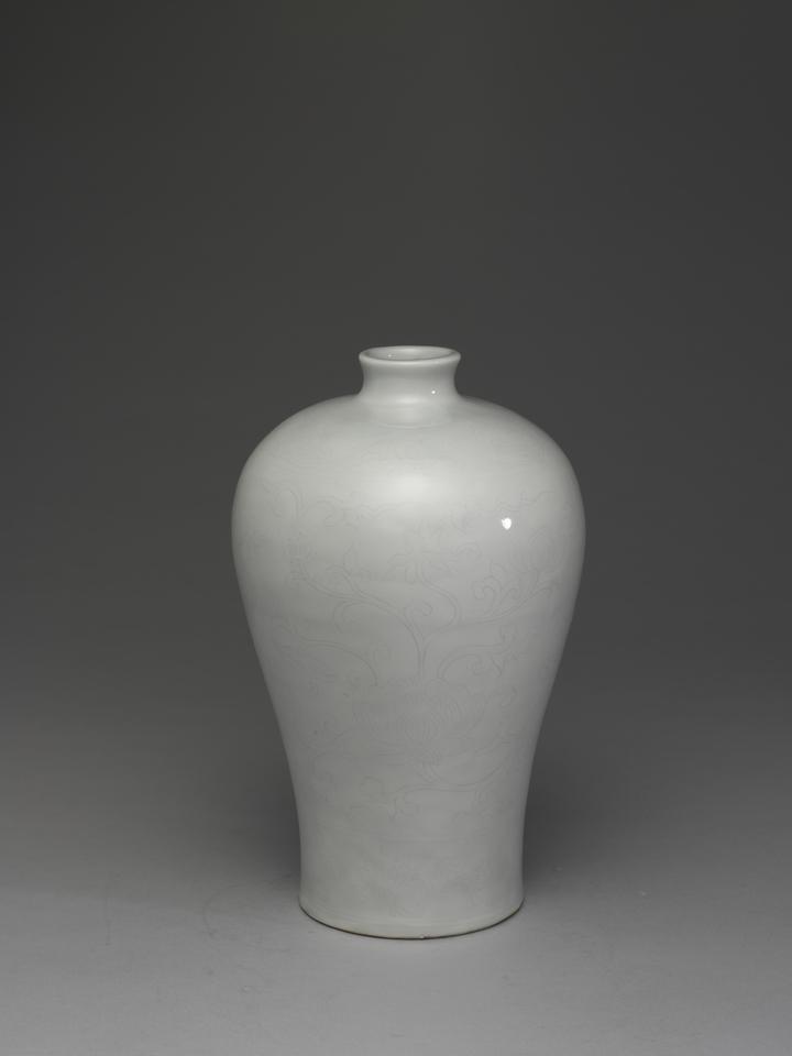 甜白蓮花梅瓶。圖/故宮提供