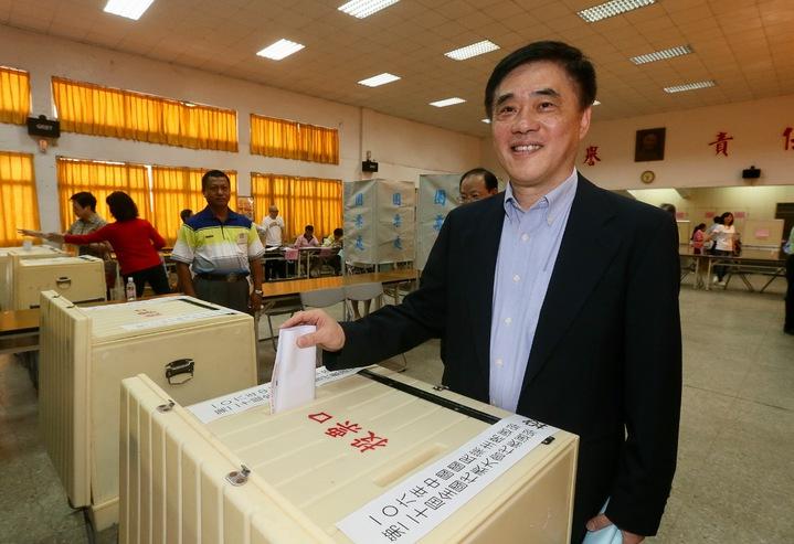 國民黨主席選舉投票,參選人郝龍斌在基隆投票。記者許正宏/攝影