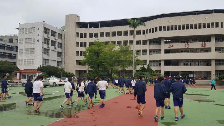 國中會考今天登場,苗栗縣在國立苗栗高中等校共設 6個考場。記者胡蓬生/攝影
