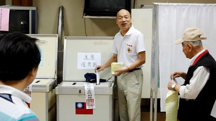 國民黨主席候選人韓國瑜進行黨主席選舉投票。記者林麒瑋╱攝影