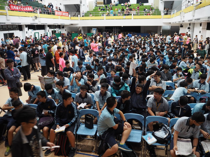 國中會考數學科,中投區考生說,考題難易適中。記者喻文玟/攝影