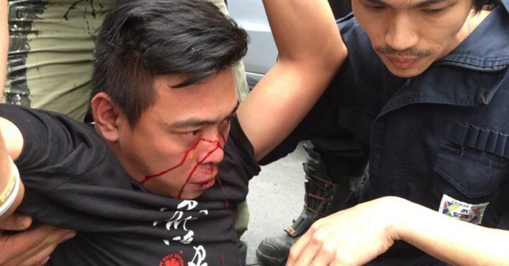 彰化縣政府今天舉辦可愛動物教育園區工程說明會,演成流血衝突,動保人士被打傷流血。記者何炯榮/翻攝
