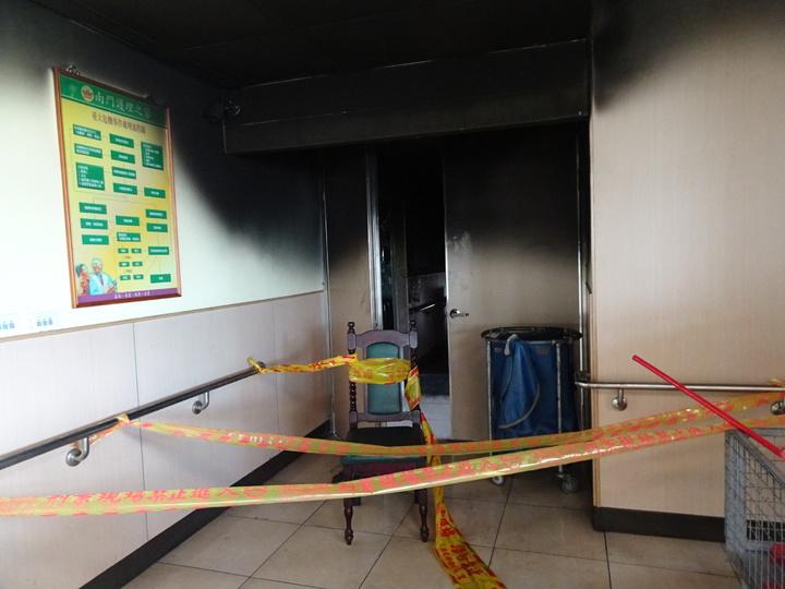 屏東南門護理之家昨天清晨大火釀4死,2樓仍封鎖。記者潘欣中/攝影