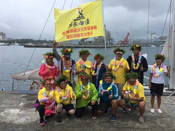 10名年紀均年齡68歲的不老水手5名海洋夢想團隊成員,成功挑戰「南風再起計畫」,今天中午抵達花蓮港。記者徐庭揚/攝影