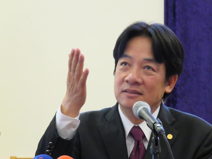 台南市長賴清德18日於美國馬里蘭州發表演說時指出,接受「九二共識」不是問題,問題是在一國兩制,台灣人民不可能接受澳門跟香港地位的「九二共識」。華盛頓記者張加/攝影
