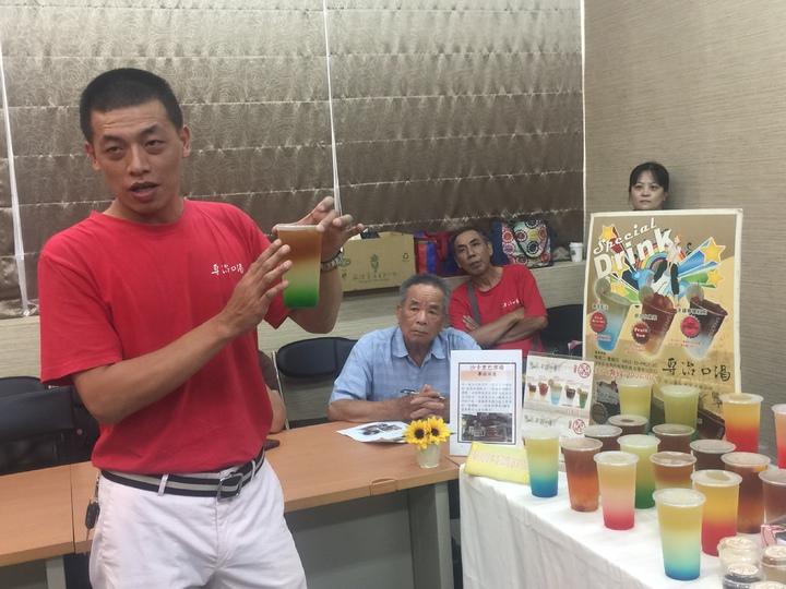 台南市沙卡里巴市場「專治口渴」,有多彩繽紛的創意特調飲料。記者吳政修/攝影