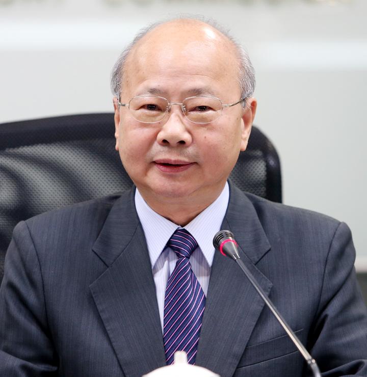 金管會主委李瑞倉宣布,解除何壽川董事長職務。記者侯永全/攝影