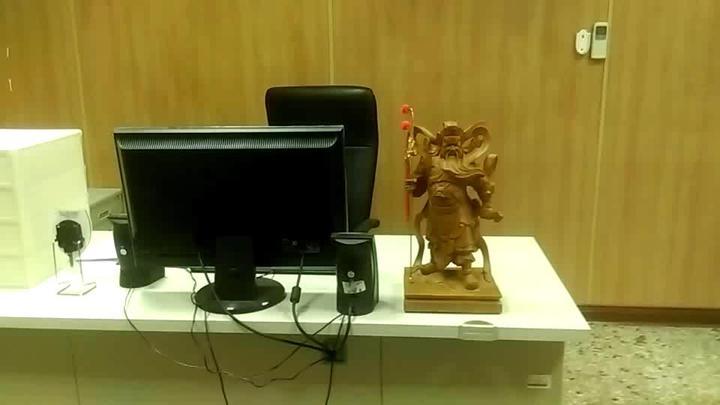 台東大武派出所特別在辦公桌擺放關公,祈求順利。記者潘俊偉/攝影