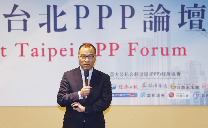亞太公私合夥建設(PPP)發展協會理事長葉匡時說明台灣基礎建設目前的困境。記者杜建重/攝影