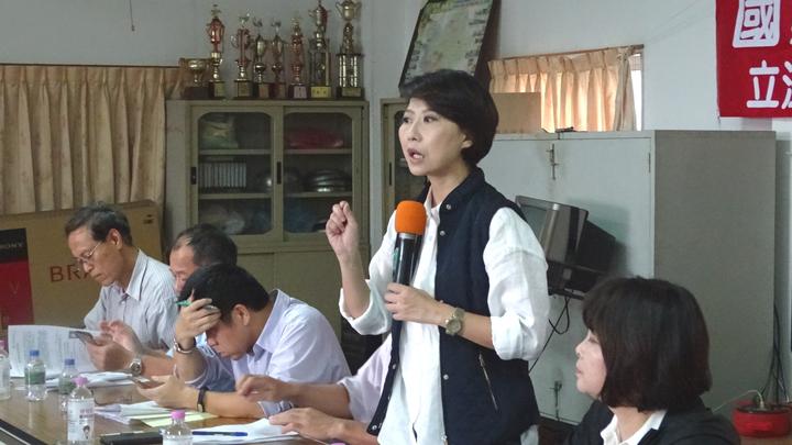 立委陳亭妃舉行「國家檢驗掛保證 台南鯛魚尚安全」座談會,為養殖戶請命。記者謝進盛/攝影
