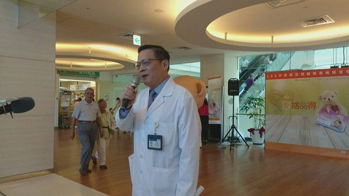 陽明大學附設醫院副院長王緯書鼓勵器捐,認為助人利己。記者羅建旺/攝影