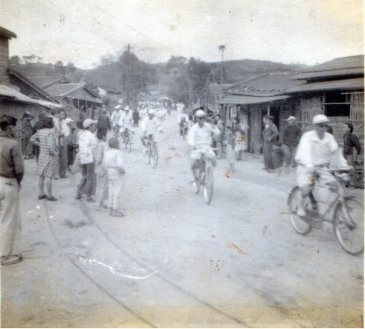 已過世的中油退休鑽井工人洪有朋,早年也曾騎腳踏車到北港朝天宮進香。圖/洪友朋家屬提供