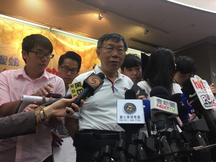 台北市長柯文哲今天上午出席市政嗡嗡嗡體驗營後受訪。記者魏莨伊/攝影