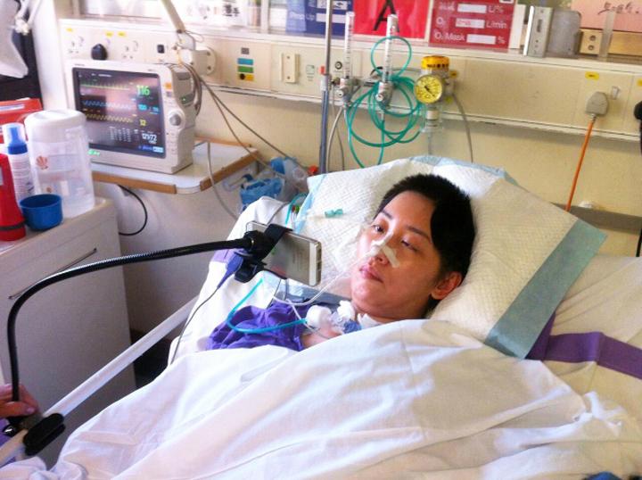 鳳凰衛視女主播劉珊玲因腦動脈血管瘤破裂,突然在住家昏倒送醫急救,差點成為植物人,曾經在香港醫院昏迷16天。圖/劉珊玲提供
