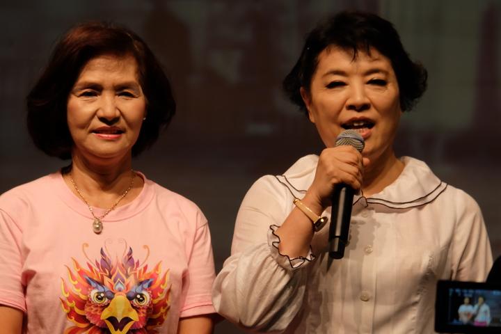 聲樂家簡文秀(右)今年獲羅東鎮長林姿妙(左)之邀,回到羅東家鄉開唱。記者張芮瑜/攝影