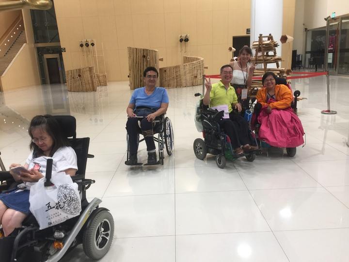 金蘭3姐妺常到安養中心公義演出,有很多身障朋友粉絲。記者吳政修/攝影