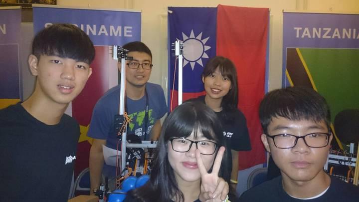 台灣隊4位選手帶國旗入場。圖/台灣隊提供