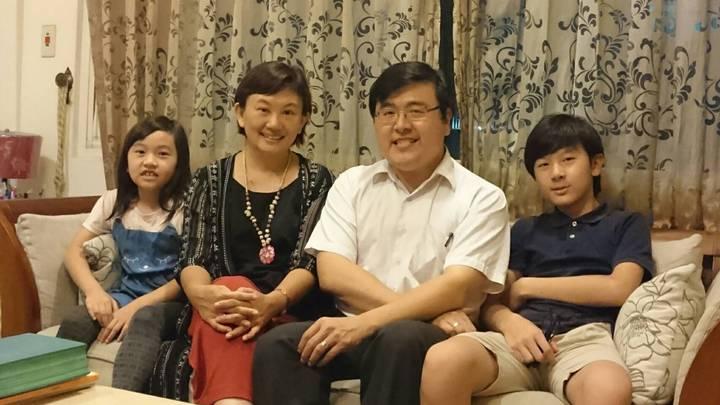 洪錫隆與妻子邊德音育有一男一女,今年7月慶祝結婚16周年,全家幸福合影。圖/洪錫隆提供