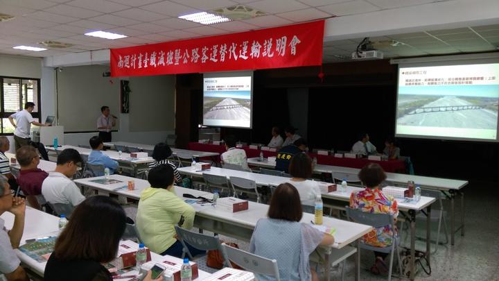 鐵改局將進行南迴鐵路電氣化施工作業,今天上午在台東市公所進行說明會。記者潘俊偉/攝影
