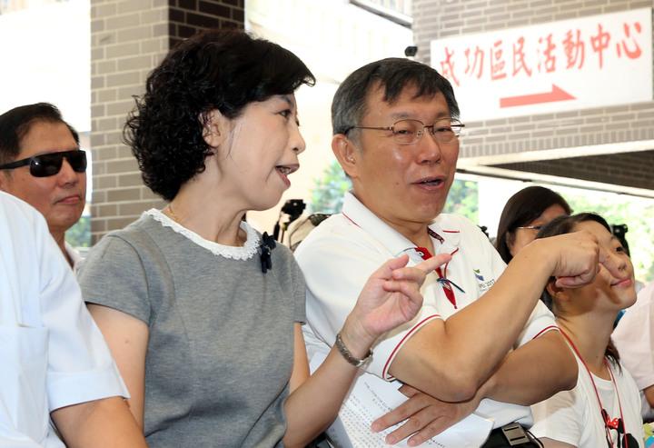 台北市長柯文哲與太太陳佩琪醫師,上午一同出席台北市社區公共托育家園7家聯合開幕典禮。記者林俊良/攝影