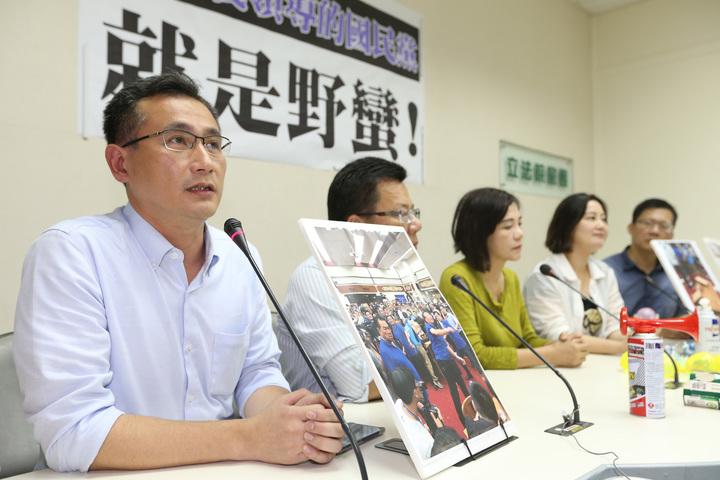 民進黨立院黨團中午舉行記者會痛批國民黨野蠻。記者陳柏亨/攝影