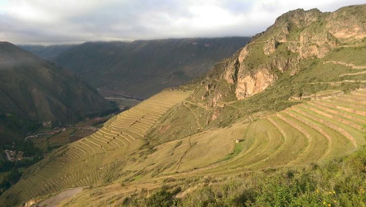 秘魯持續復耕老祖宗所開墾的梯田,作為極端氣候之下的解方之一。記者董俞佳/攝影