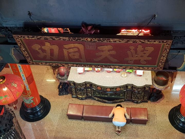 苗栗市天后宮有清光緒皇帝御筆的與天同功匾額。記者黃瑞典/攝影