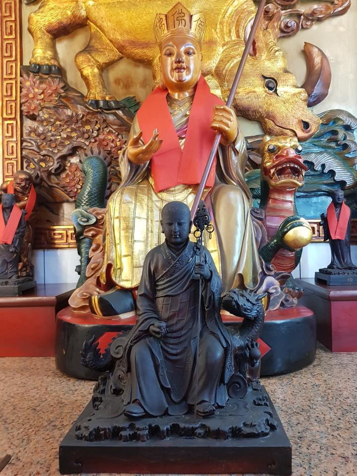 苗栗市天后宮有十餘尊泥塑神像約一甲子歷史,廟方堅持不修容整面,維持原貌。記者黃瑞典/攝影